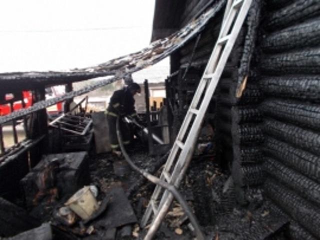 В Усинске от пожара пострадал строящийся дом
