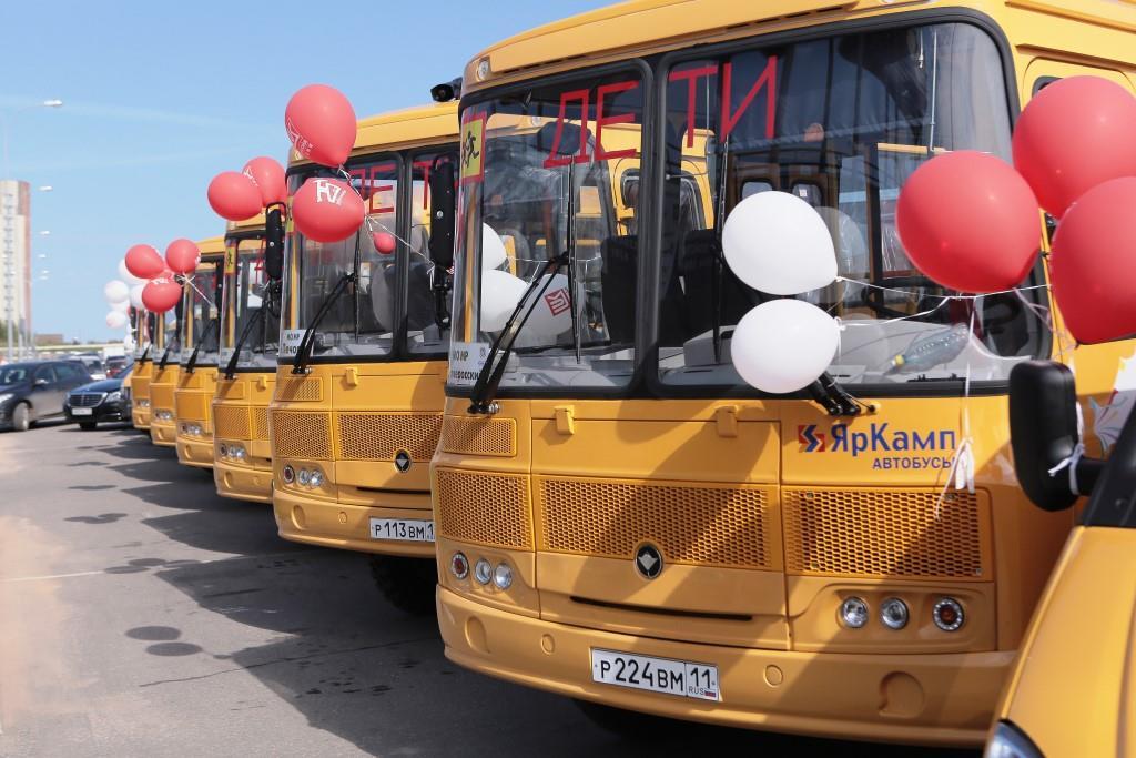В республику поступили новые школьные автобусы от ЛУКОЙЛа