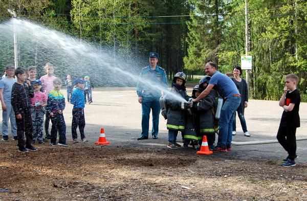 Юные динамовцы Коми испытали на себе профессию пожарных