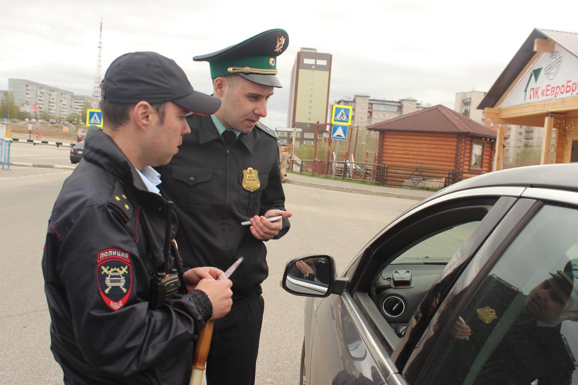 Четыре автомобиля арестовали приставы Коми во время операции