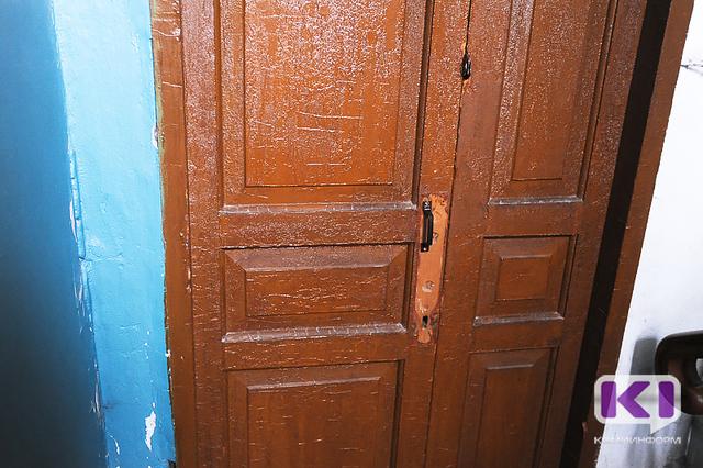 Сыктывкарец две ночи подряд терял ключи от квартиры и звонил в службу