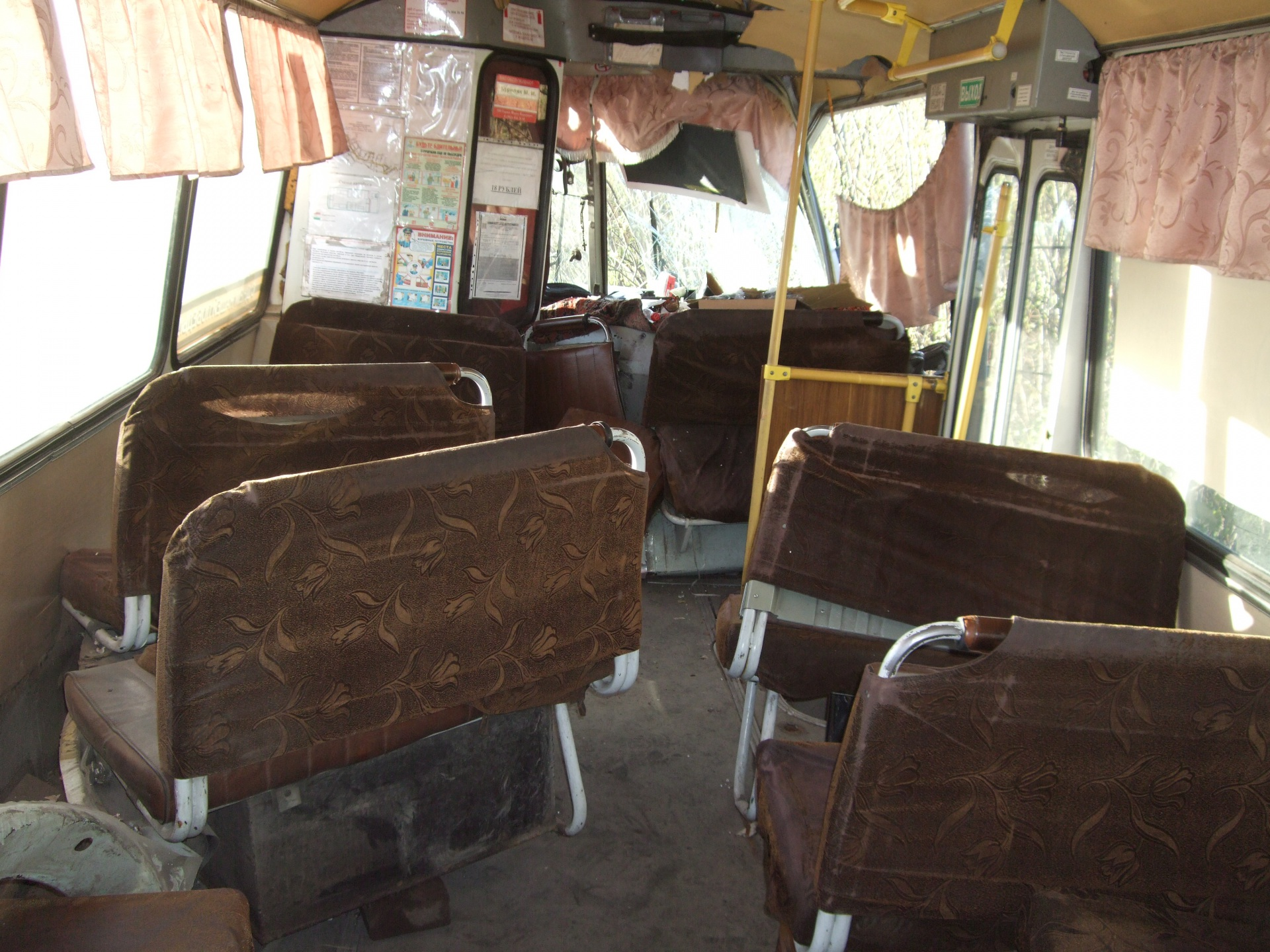 ВВоркуте рейсовый автобус врезался вопору линии электропередач