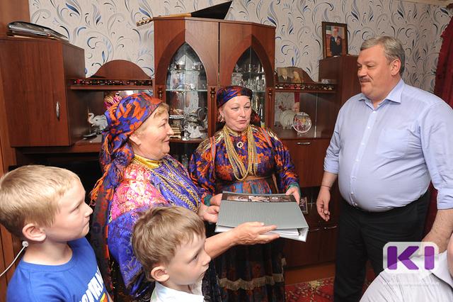 Глава Республики Коми посетил родовой дом семьи Шишеловых