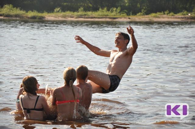 В жаркий субботний день берег Сысолы заменил сыктывкарцам юг