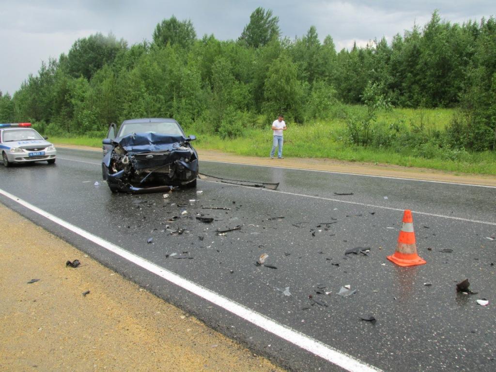 Всети интернет появились фотографии ссерьезного ДТП вТерновке спострадавшими