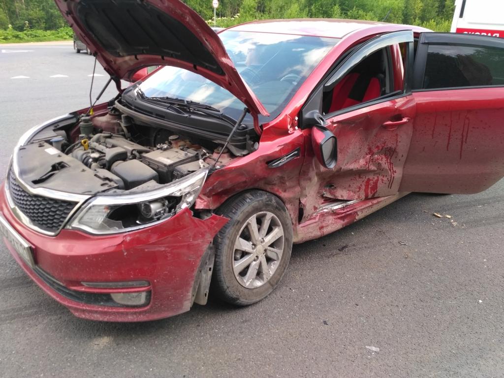 ВКоми столкнулись Кия и Митцубиси, пострадали 5 человек