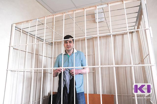 """Обвинение: Роман Зенищев просил 600 тысяч рублей ежемесячно за создание """"комфортных условий"""" получения прибыли от пассажирских перевозок"""