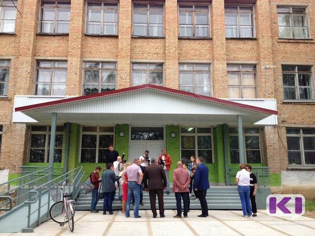 Глава Коми осмотрел здание нижнеомринской школы