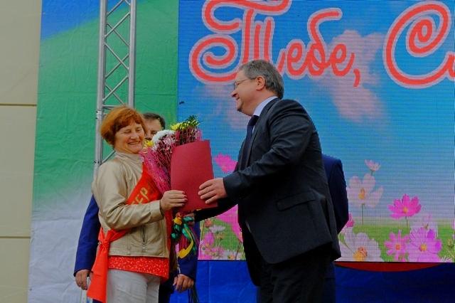 Валерий Козлов поздравил эжвинцев с 54-летием со дня образования района