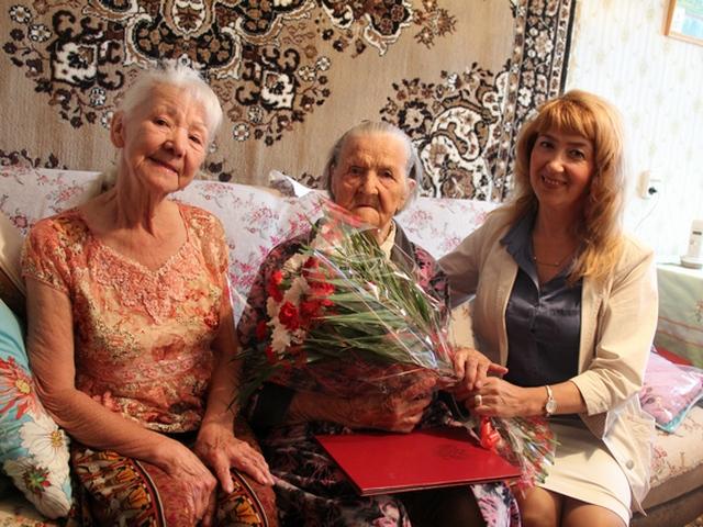 В Сыктывкаре 95-летний ветеран получила поздравления от президента России