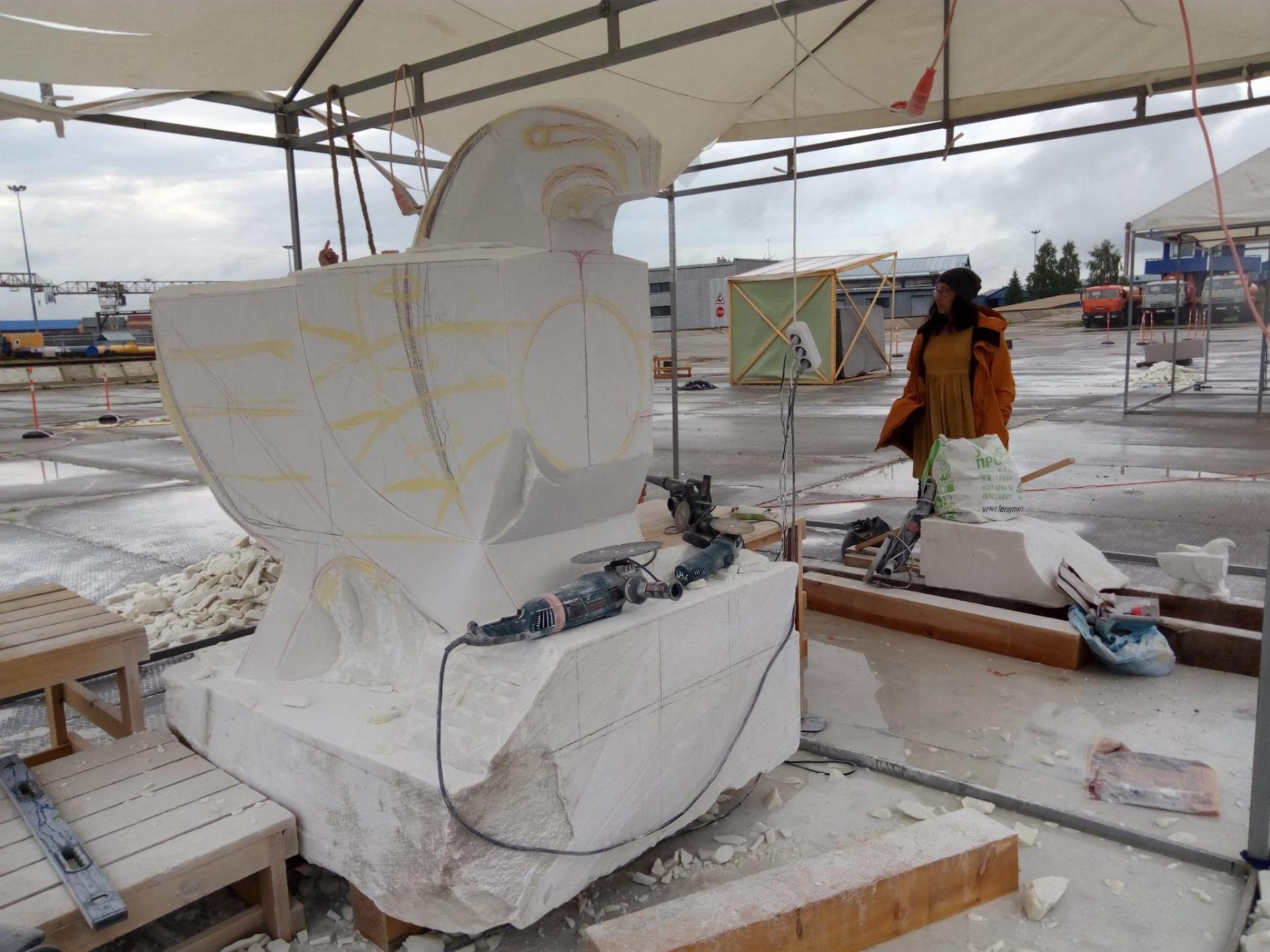 Скульптуру сокола подарят Республике Коми к 96-летию