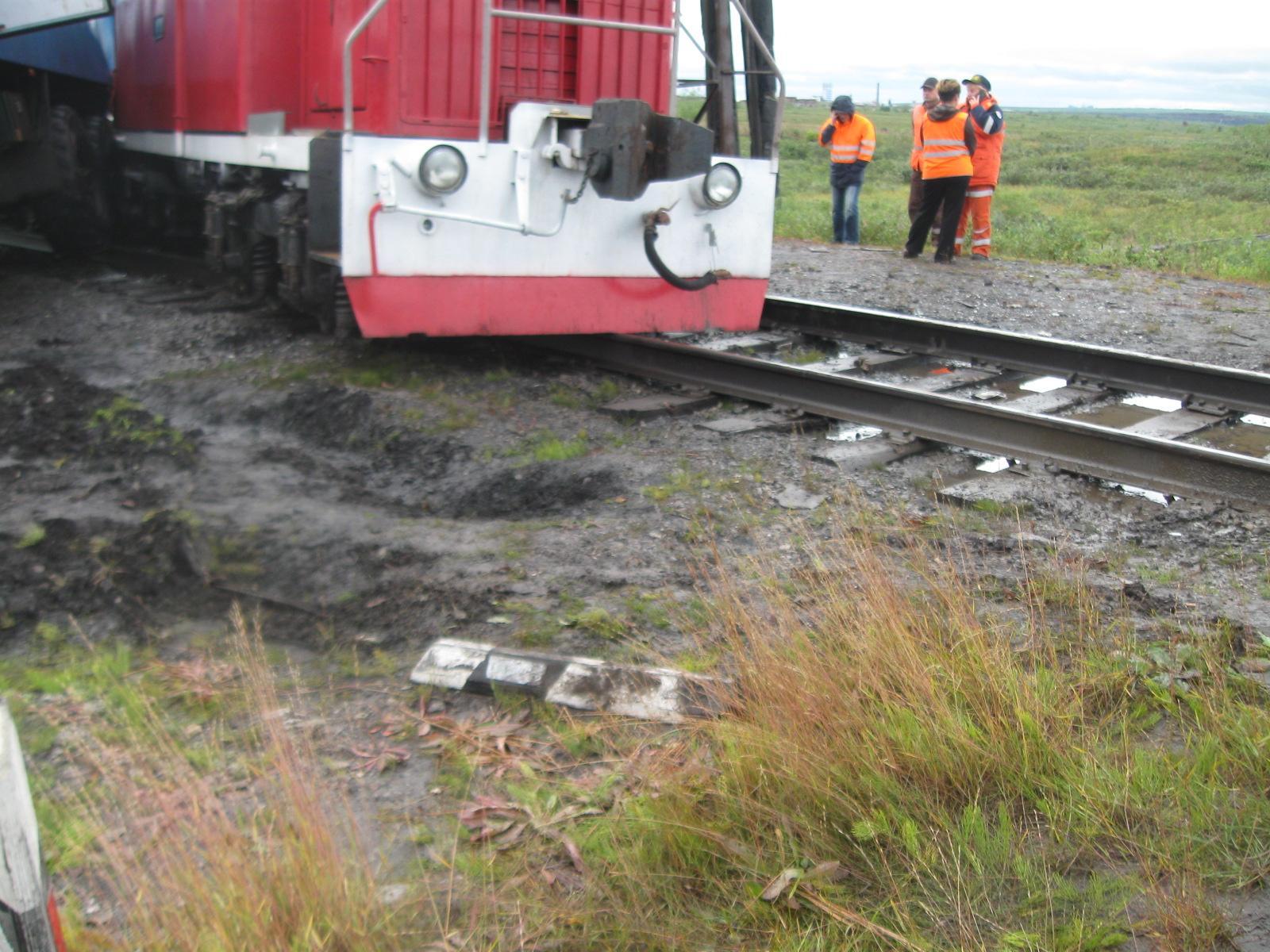 При столкновении моторного вагона с КамАЗом в Воркуте пострадали семь человек