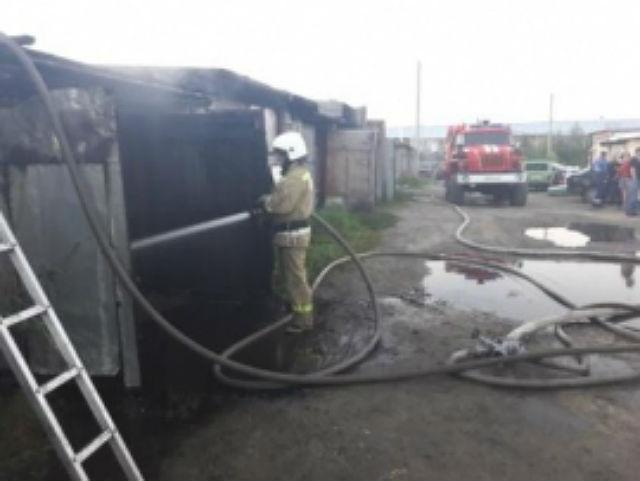 Пожарные Микуня тушили возгорание в частном гараже
