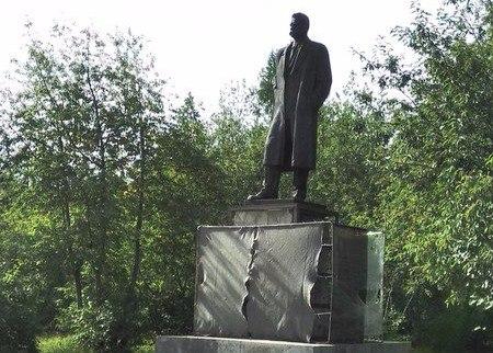 В Печоре реконструируют постамент памятника Максиму Горькому