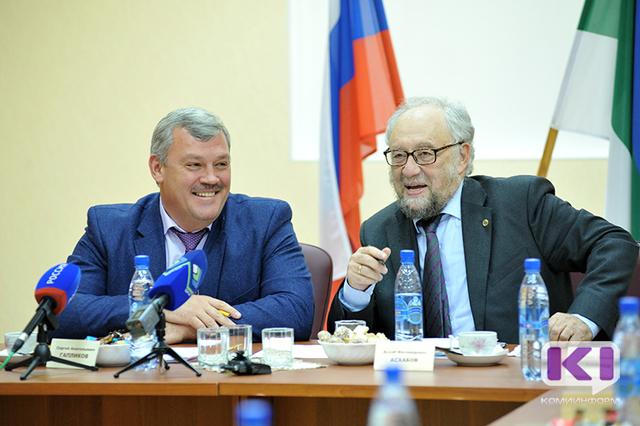 Сергей Гапликов поздравил академика Асхаба Асхабова с днём рождения