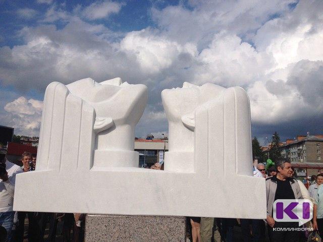 В Ухте увековечили в скульптуре образы романтиков, осваивающих Север