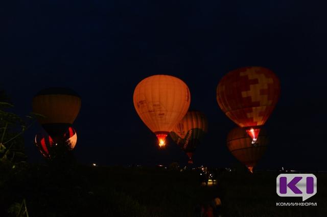"""Вечернее небо над Ыбом осветили """"гигантские лампочки"""""""