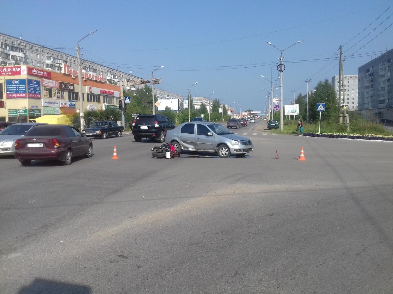 В Эжвинском районе Сыктывкара в дорожной аварии пострадал мотоциклист