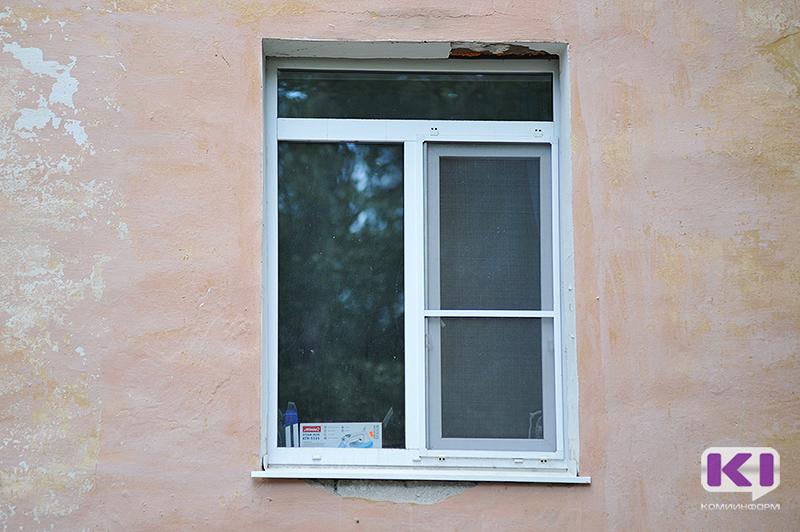 Выпавший из окна пятилетний усинец находится в состоянии средней степени тяжести