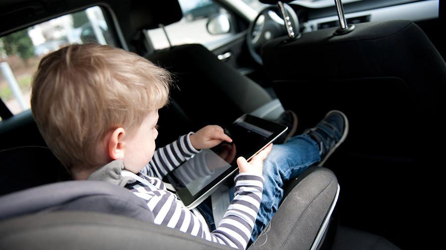 Для перевозки детей междугородними маршрутами на микроавтобусах родители должны иметь при себе автокресло