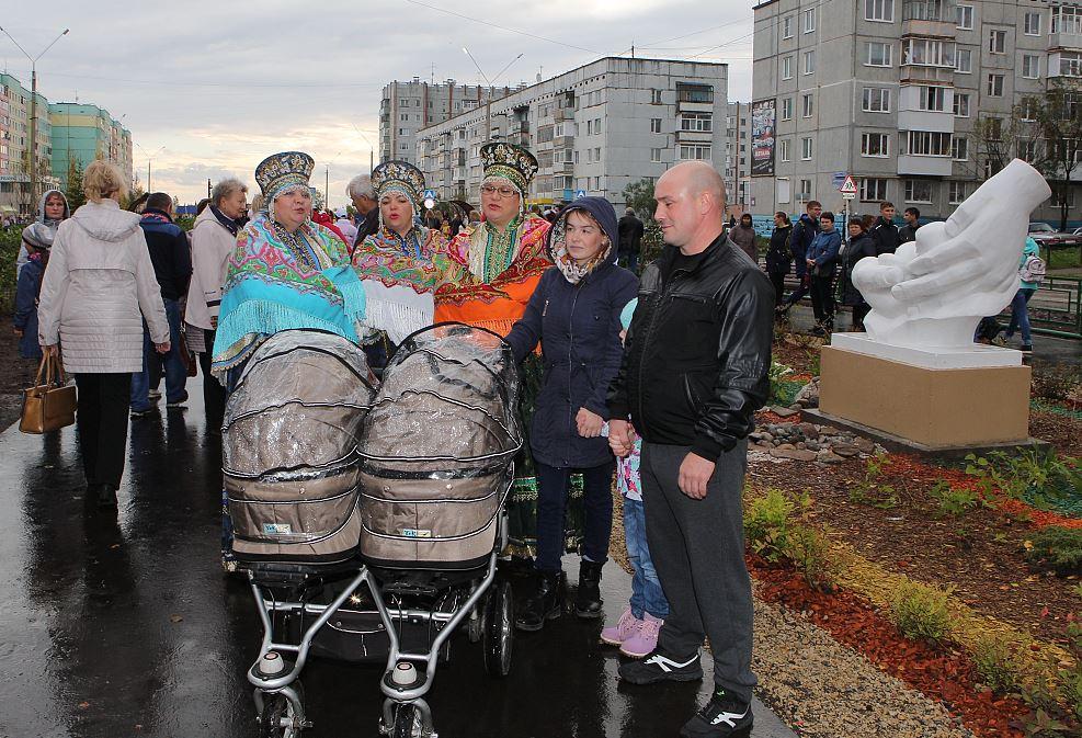 В Усинске на самой живописной улице открыли Аллею семьи