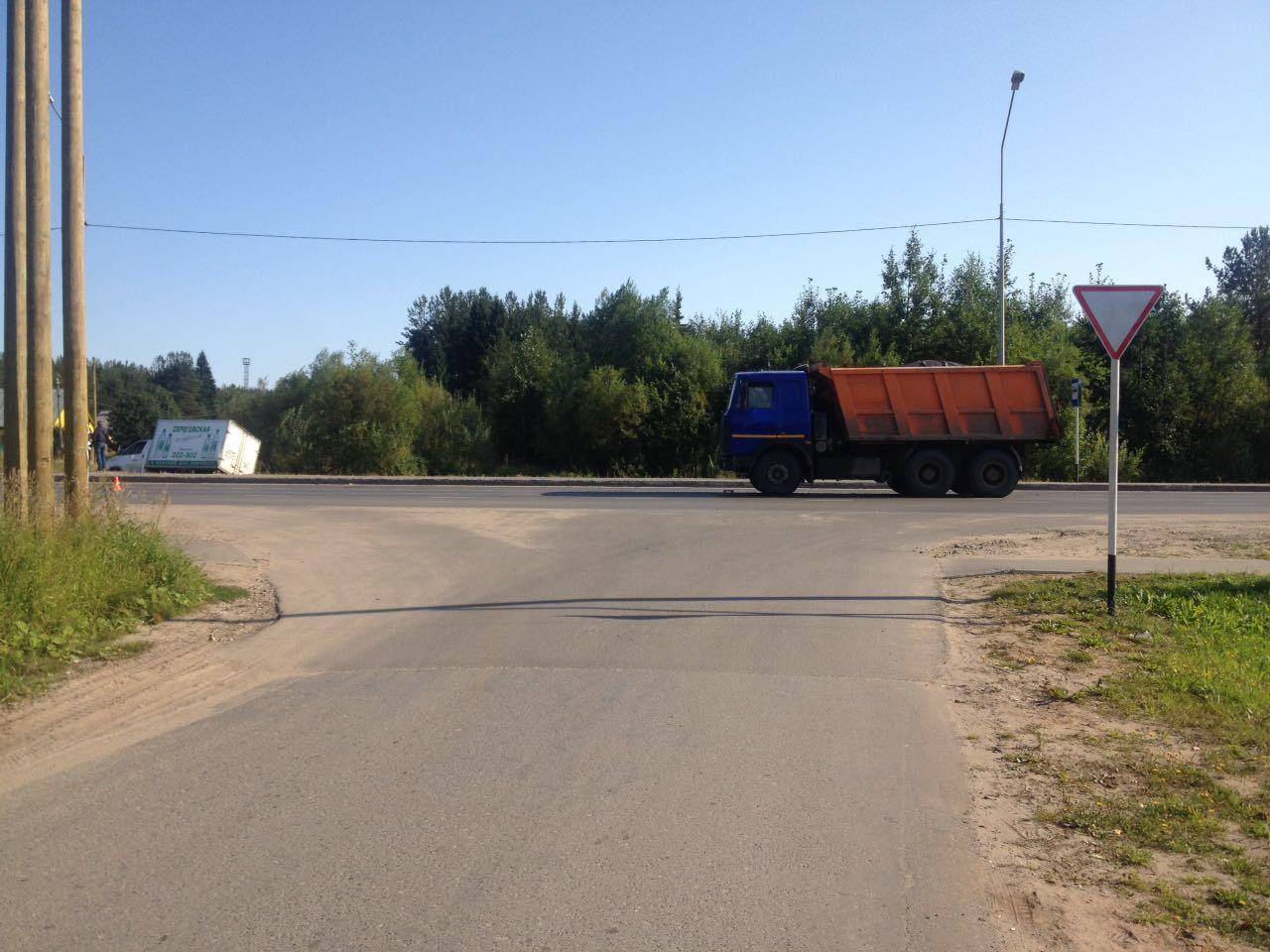 ВКоми грузовой автомобиль столкнулся смикроавтобусом, есть пострадавшие