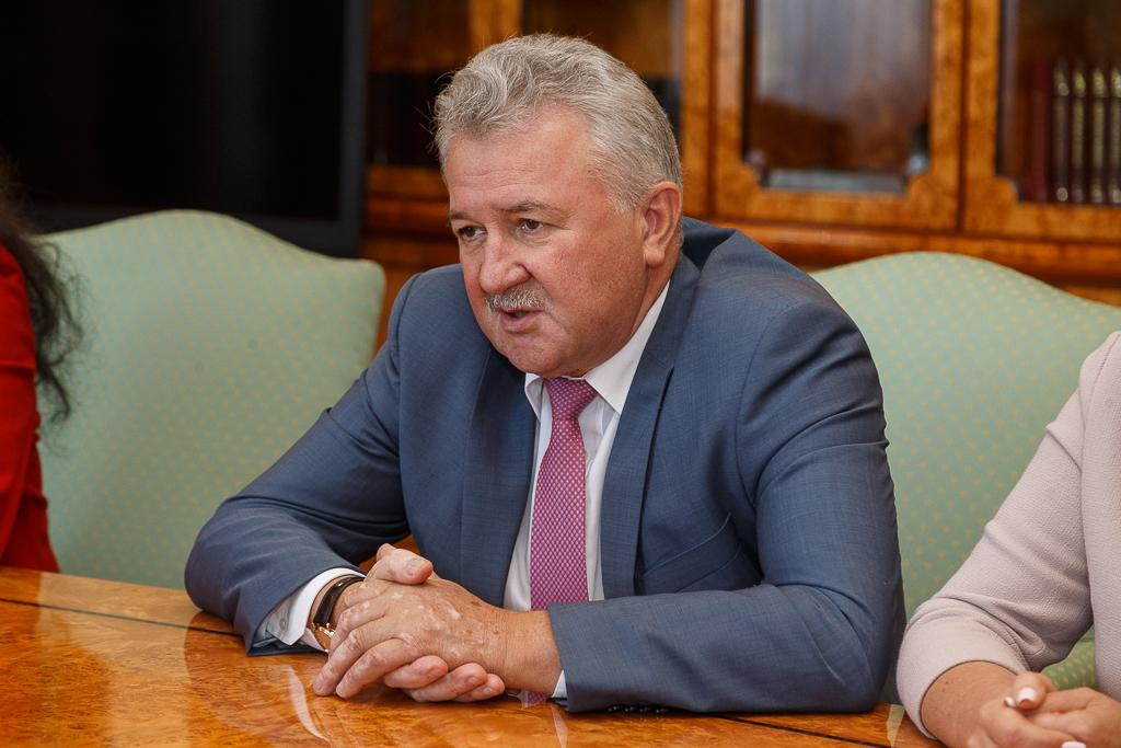 Глава Коми провел рабочую встречу с председателем Комитета Думы России по транспорту и строительству