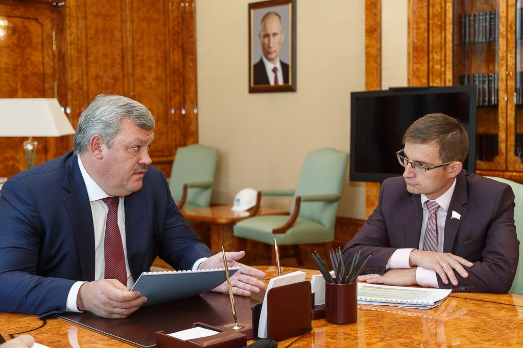 Сергей Гапликов провел рабочую встречу с сенатором Дмитрием Шатохиным