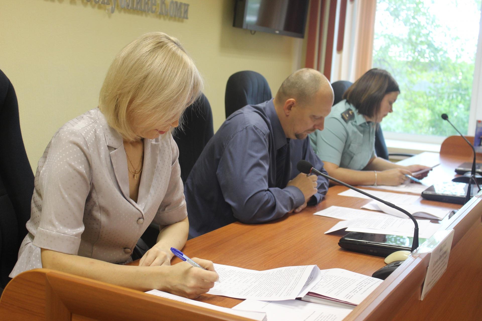 Судебные приставы Коми и организации ТЭК искали точки соприкосновения