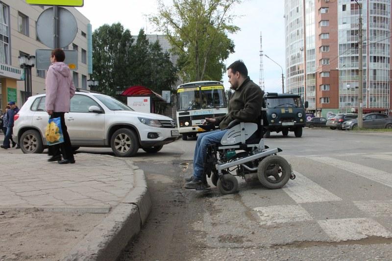 Мониторинг ОНФ по Коми: в Сыктывкаре нет ни одного полностью доступного пути для инвалидов