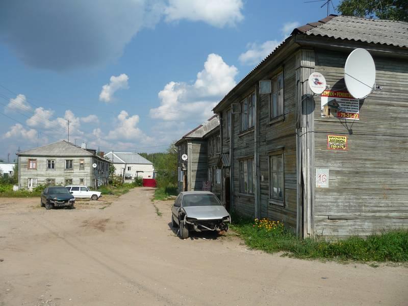 Жители дома в Дырносе с лета не могут дождаться горячей воды
