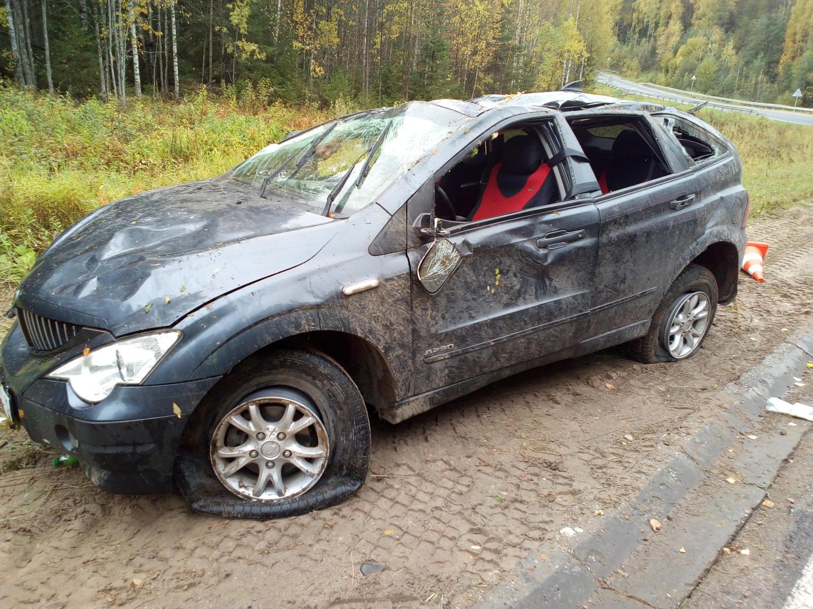 На трассе Сыктывкар - Ухта перевернулся внедорожник