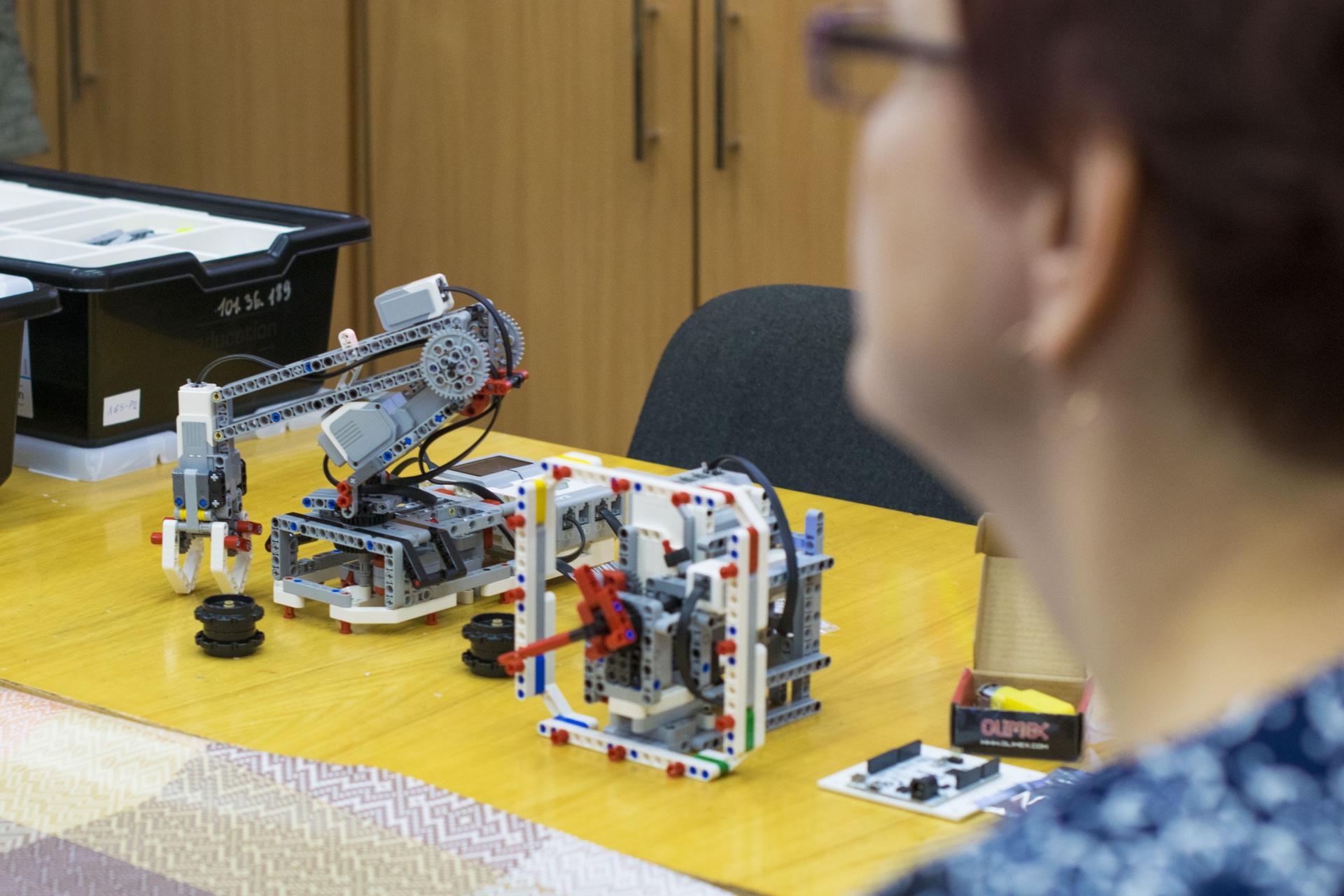 Юных ухтинцев научат делать роботов