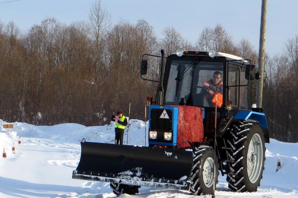 6.-Osughdennye-v-IK-51-sdayut-prakticheskie-ekzameny-po-professii-Traktorist.jpg
