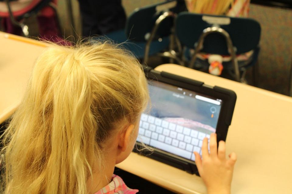 В Коми родителям рекомендовали регистрировать детей в соцсетях под псевдонимами