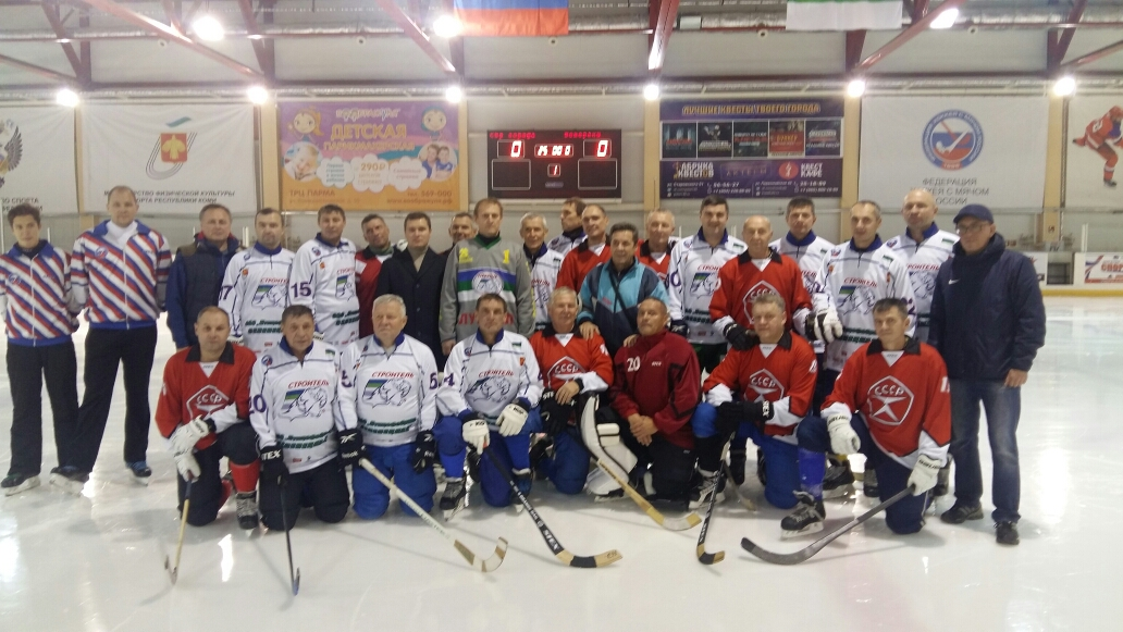 В Сыктывкаре день рождения заслуженного тренера Александра Плоскова отметили хоккейным матчем