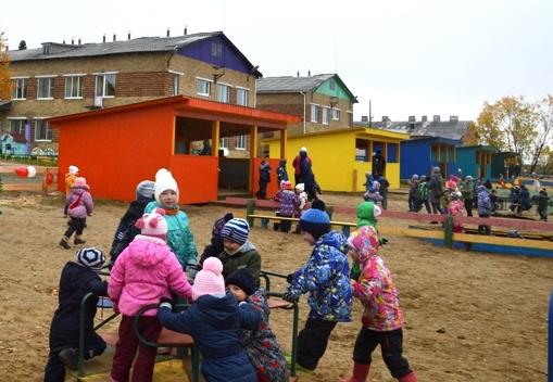 Нефтяники подарили новые веранды детскому саду в Усть-Цильме