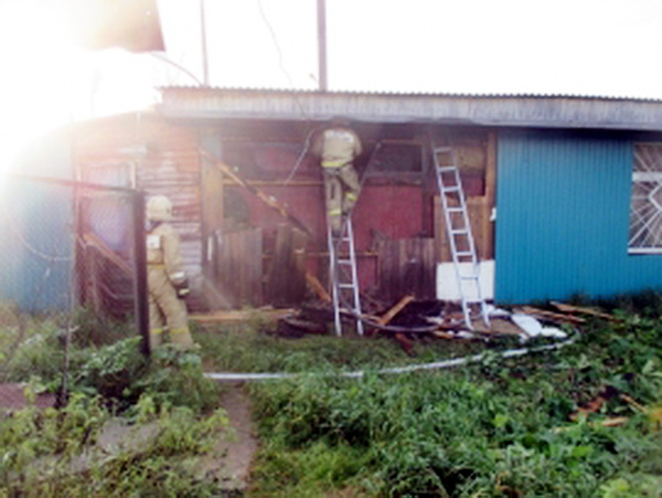 Нежилые здания загорелись в Корткеросе и Эжве
