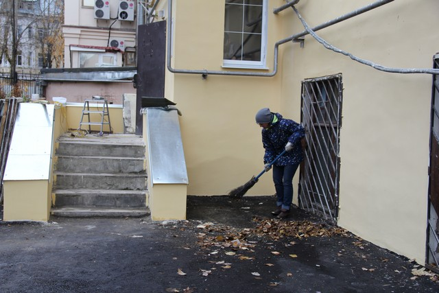 Жители сыктывкарских домов устроили субботник в отремонтированных дворах