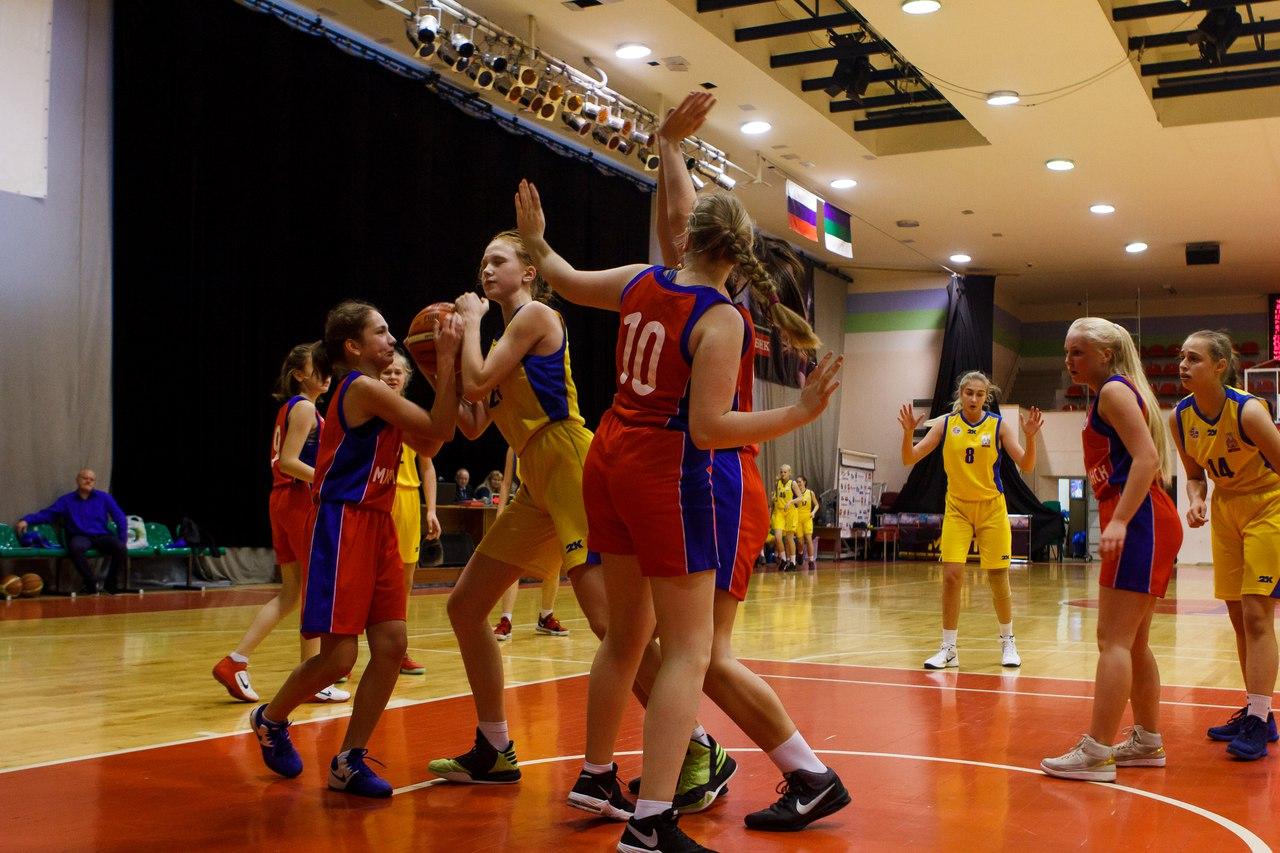В Сыктывкаре начались Межрегиональные соревнования по баскетболу среди девушек