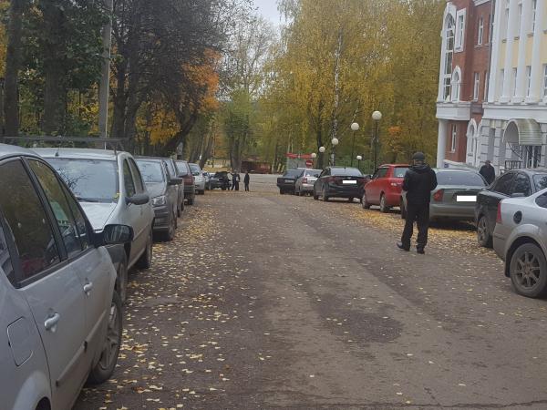 Сыктывкарским автовладельцам предложили не пользоваться центральным подъездом к Кировскому парку