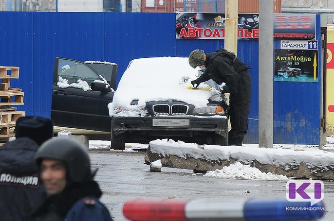 Из BMW на Гаражной в Сыктывкаре изъяли похожий на гранату предмет