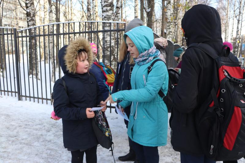 Школьники Сыктывкара  на русском и немецком языках призвали пешеходов стать заметней