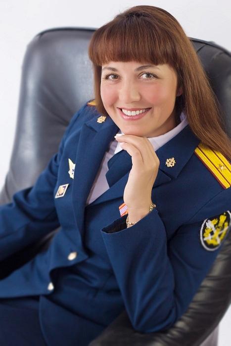 Sotrudniza-IK-51-Elena-Moiseenkova-gotovitsya-pokorit-Moskvu-na-konkurse-Miss-UIS.jpg
