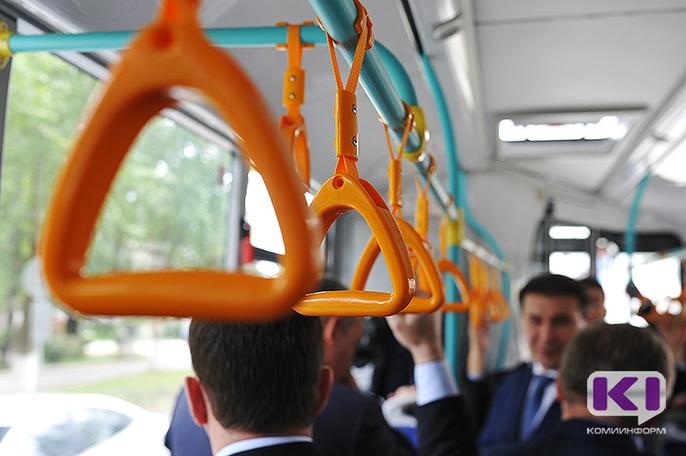 Глава Коми предложил чиновникам пересесть с личных машин в автобусы