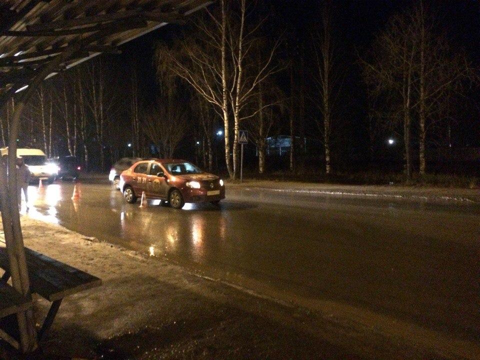 В сыктывкарском Лесозаводе под колеса такси попал третьеклассник