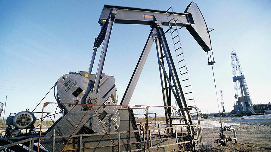 Аналитики предсказали рост зарплат из-за высокой цены на нефть