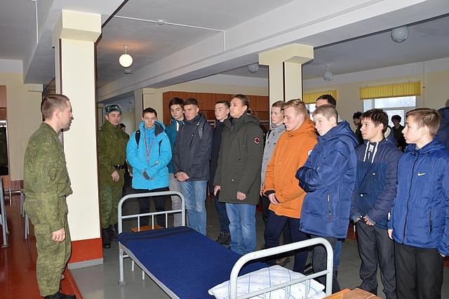 Свыше 200 призывников Сыктывкара познакомились с армейским бытом