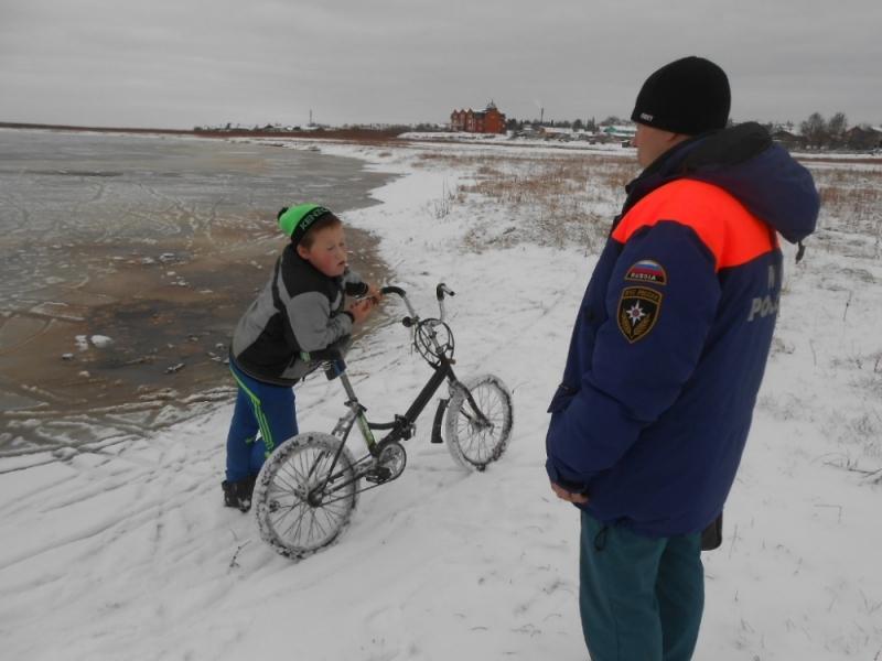 В Коми специалисты ГИМС предотвратили беду на тонком льду