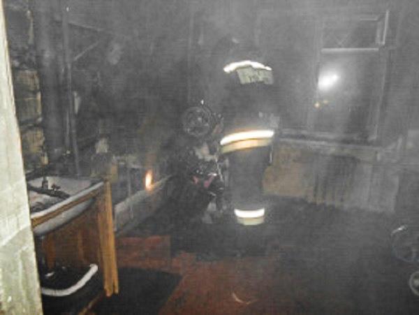 Усинские пожарные два раза выезжали на спасение людей в соседних домах